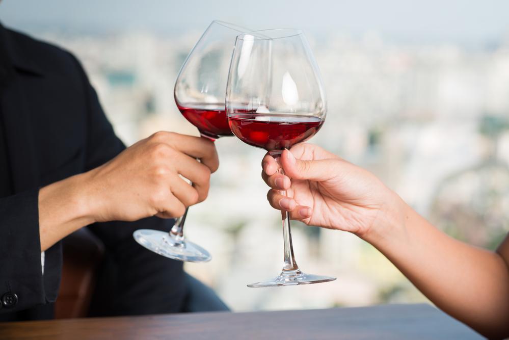 Как выбрать вино для первого свидания, чтобы оно не стало последним