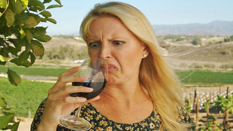 Почему вино плохо пахнет и как это исправить?