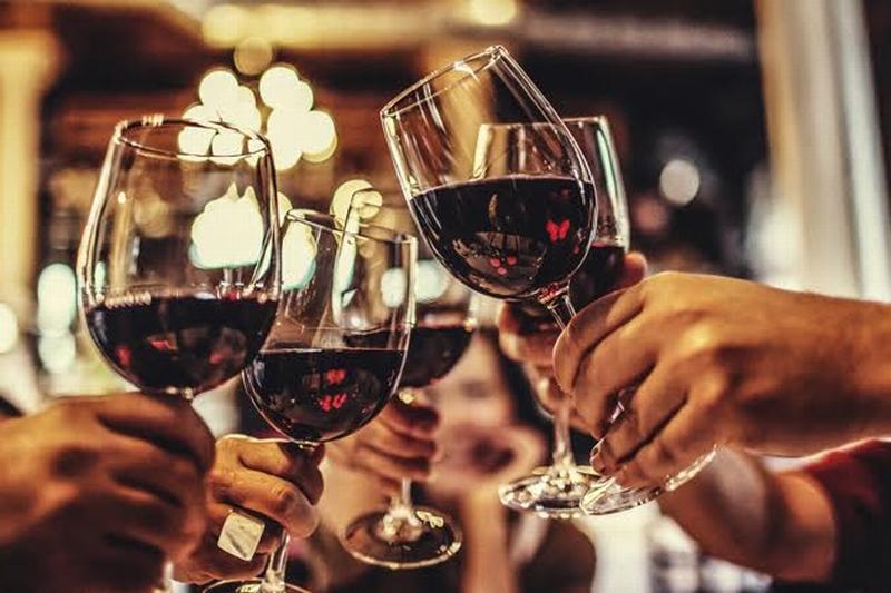 Заходи на бокал: 17 баров Киева, где наливают вкусное вино