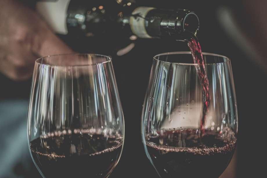 В США продали самую дорогую бутылку вина в мире
